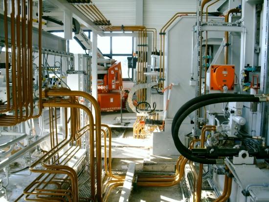 Hydraulik- und Pneumatikverrohrung einer Bandanlage in der Walzwerksindustrie